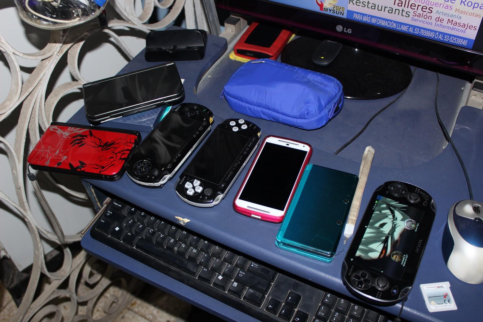 lh_videogames_in_cuba_handhelds